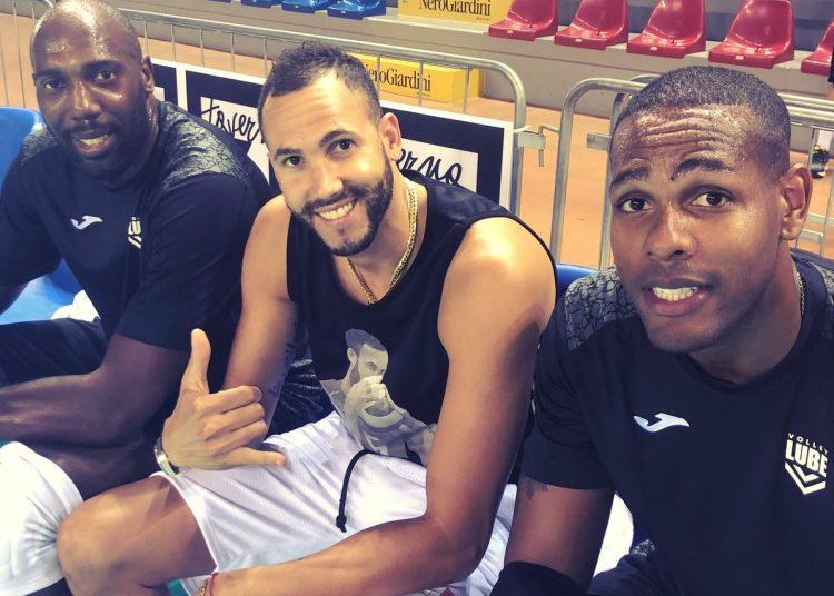 Simón, Juantorena y Leal, el trío cubano del Civitanova. Foto: Tomada de Twitter.