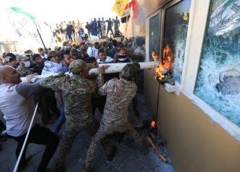 Ataque a la embajada de EE.UU. en Irak. Foto: @900wkdw / Twitter.