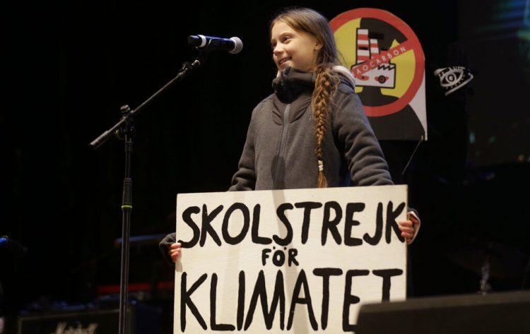 La activista climática Greta Thunberg habla ante los asistentes a una manifestación en Madrid, el viernes 6 de diciembre de 2019. Foto: Andrea Comas / AP / Archivo.