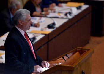 El presidente cubano Miguel Díaz-Canel habla ante la Asamblea Nacional el sábado 21 de diciembre de 2019. Foto: @PresidenciaCuba / Twitter.