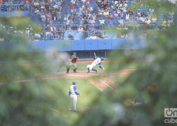 Fotografía de archivo tomada en el estadio Latinoamericano, en La Habana. Foto: Otmaro Rodríguez.