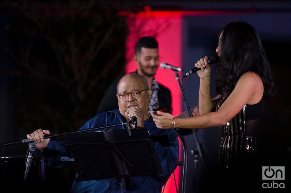 Pablo y Haydée Milanés durante el conciero de esta última en el Museo Nacional de Bellas Artes de La Habana, el 4 de diciembre de 2019. Foto: Enrique Smith.