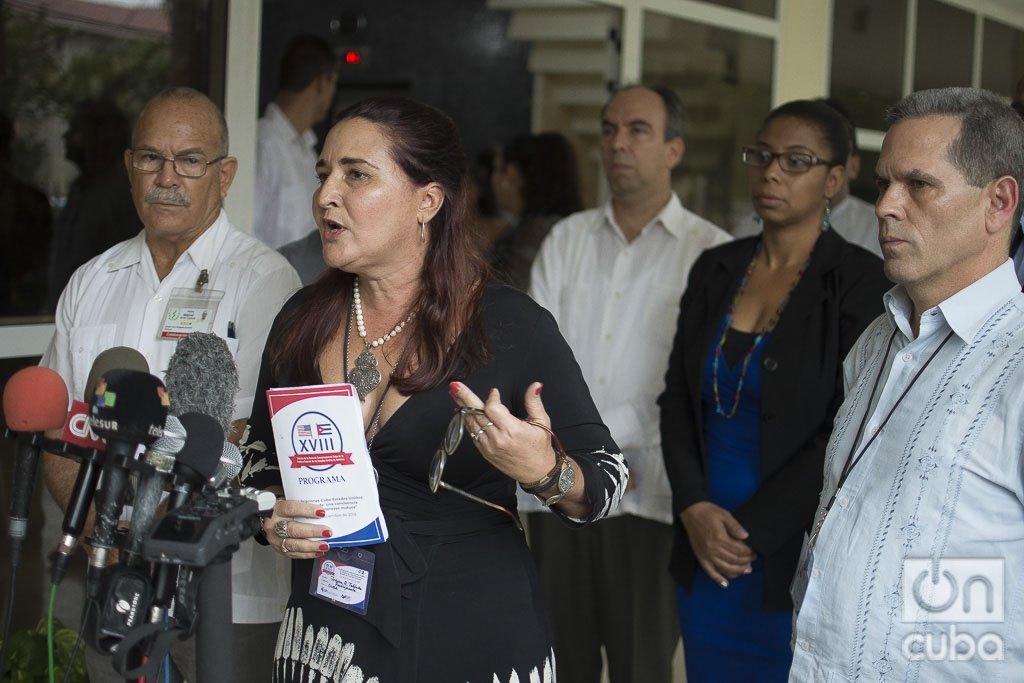 Johana Tablada, subdirectora general de Estados Unidos de la Cancillería de CUba, ofrece declaraciones a la prensa, el miécoles 18 de diciembre de 2019. Foto: Otmaro Rodríguez.