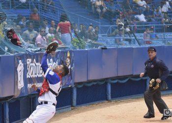 Los problemas del béisbol cubano van mucho más allá que cambiar la estructura y recuperar la calidad de la Serie Nacional. Foto: Otmaro Rodríguez.