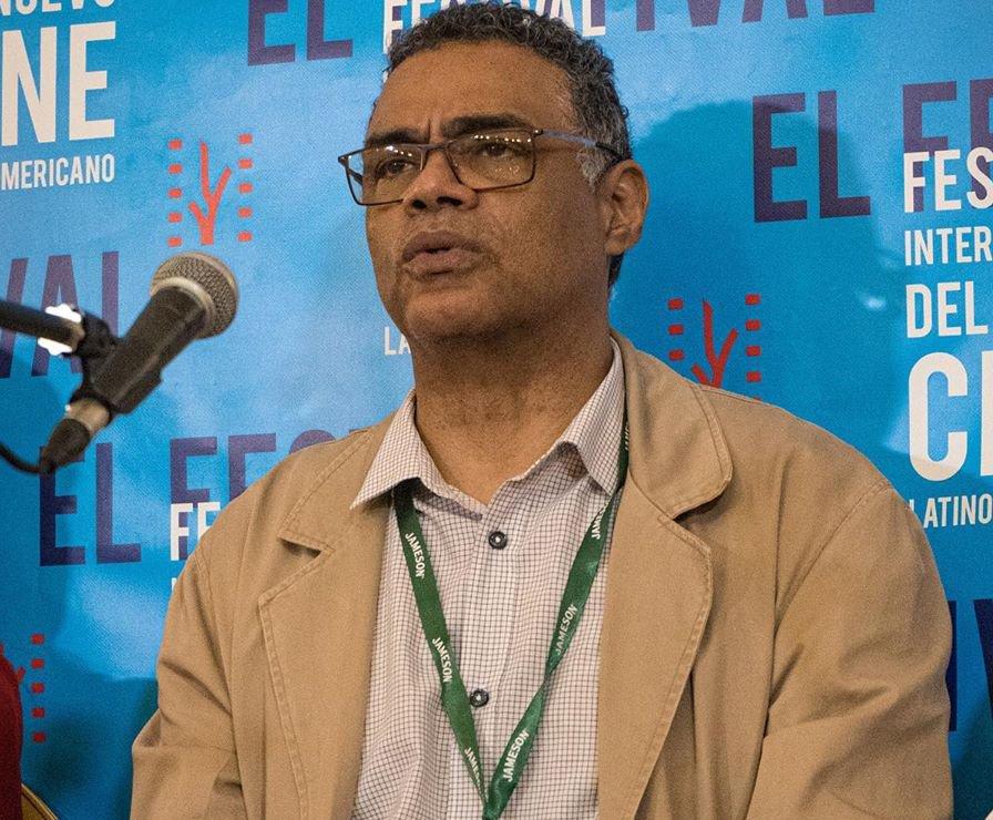 """Jorge Luis Sánchez, director de """"Buscando a Casal"""", en la conferencia de prensa de la película durante el 41 Festival Internacional del Nuevo Cine Latinoamericano de La Habana.. Foto: Perfil de facebook de la película."""