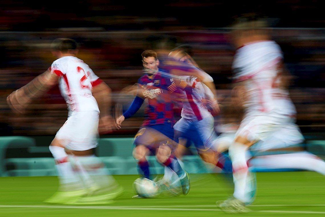 En las entregas del Balón de Oro, ha sido dificil resistirse a la brillantez de Messi en la última década. Foto: Alejandro García / EFE.