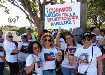 Imagen de la primera manifestación en Miami contra la cancelación del programa de reunificación familiar, realizada en 2018. Foto: Twitter / Archivo.