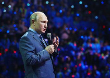 El presidente ruso Vladimir Putin habla en el Foro Internacional de Voluntarios en Sochi, Rusia, jueves 5 de diciembre de 2019. Foto: Shamil Zhumatov/AP