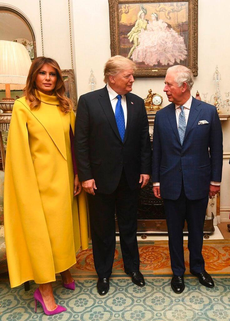 El príncipe Carlos, derecha, habla con el presidente estadounidense Donald Trump, acompañado por Melania Trump, en Londres, martes 3 de diciembre de 2019. Foto: Victoria Jones/AP