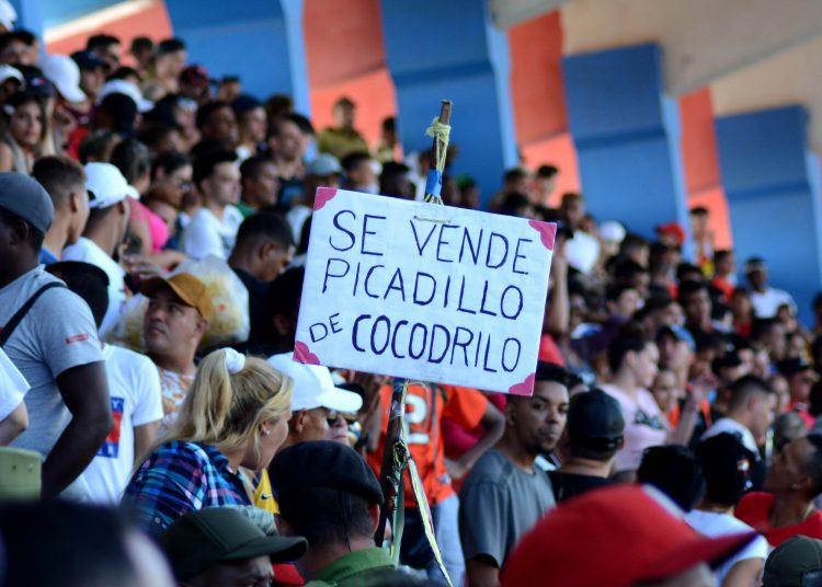 La fanaticada de los Toros gozó en el Cándido González y seguramente llevarán sus iniciativas al Victoria de Girón matancero. Foto: Gabriel García.
