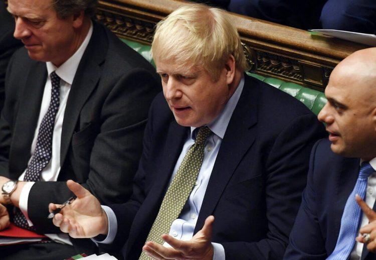 El primer ministro británico, Boris Johnson, durante la primera sesión de preguntas al primer ministro en 2020, en la Cámara de los Comunes, en Londres, el miércoles 8 de enero de 2020. (Jessica Taylor/Cámara de los Comunes via AP)