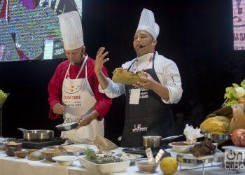 Clase práctica de cocina regional cubana durante el Taller Culinario Internacional Cuba Sabe 2020. Fotos: Otmaro Rodríguez.