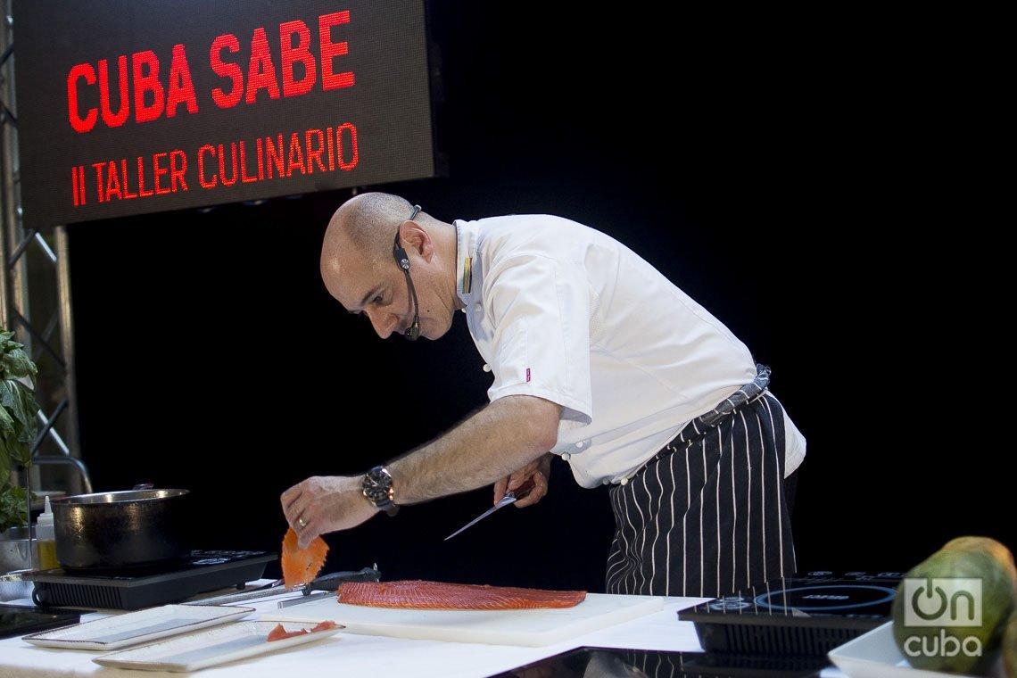 El chef británico José Souto, profesor del Westminster Kingsway College de Londres, durante una clase práctica del Taller Culinario Internacional Cuba Sabe 2020. Fotos: Otmaro Rodríguez.
