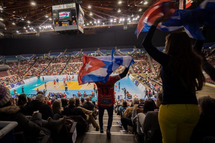 A pesar de la dura derrota en el Preolímpico de Vancouver, el voleibol masculino cubano cuenta con las armas para salir a flote y competir a un nivel superior en los próximos años. Foto: Getty Images.