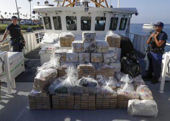 Cargamento de cocaína confiscado en altamar por la Guardia Costera, fotografiado en Los Ángeles el 29 de agosto del 2019. Foto: Chris Carlson / AP / Archivo.