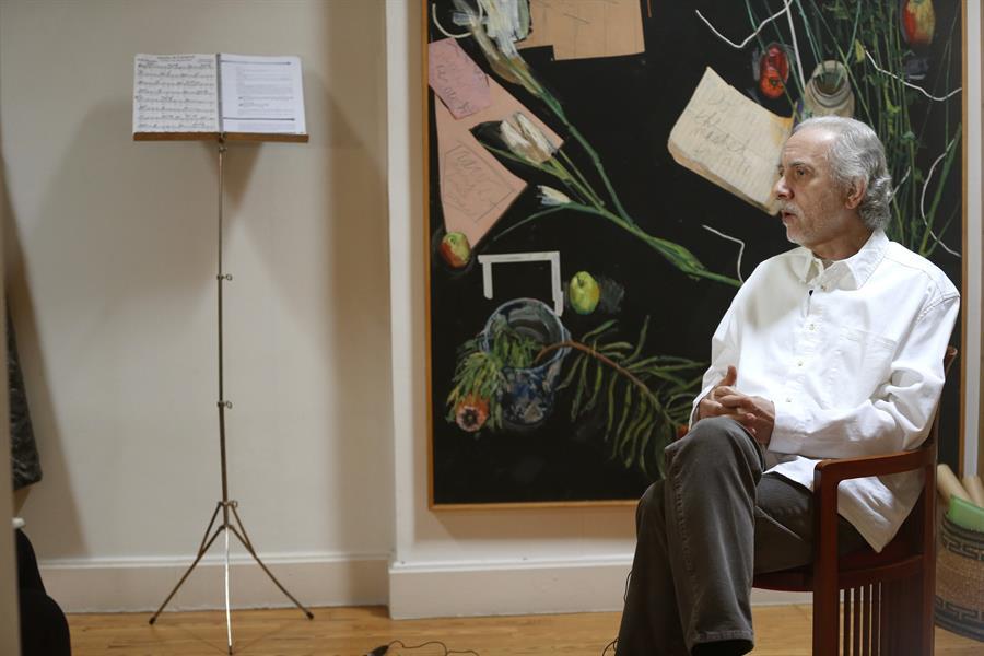 El director de cine español Fernando Trueba durante una entrevista con Efe este miércoles en Madrid, con motivo de la reedición que ha realizado de los discos que grabó junto al músico cubano Bebo Valdés (1918-2013) para Calle 54. Foto: EFE/Javier Lizón