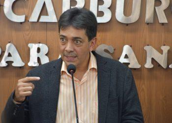 Ministro interino de Hidrocarburos de Bolivia, Víctor Hugo Zamora, durante conferencia de prensa este jueves. Foto: @BOLIVIA_MH/Twitter
