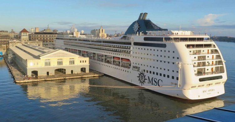 El crucero MSC Opera fondeado en el puerto de La Habana | Foto: Sea Trade News