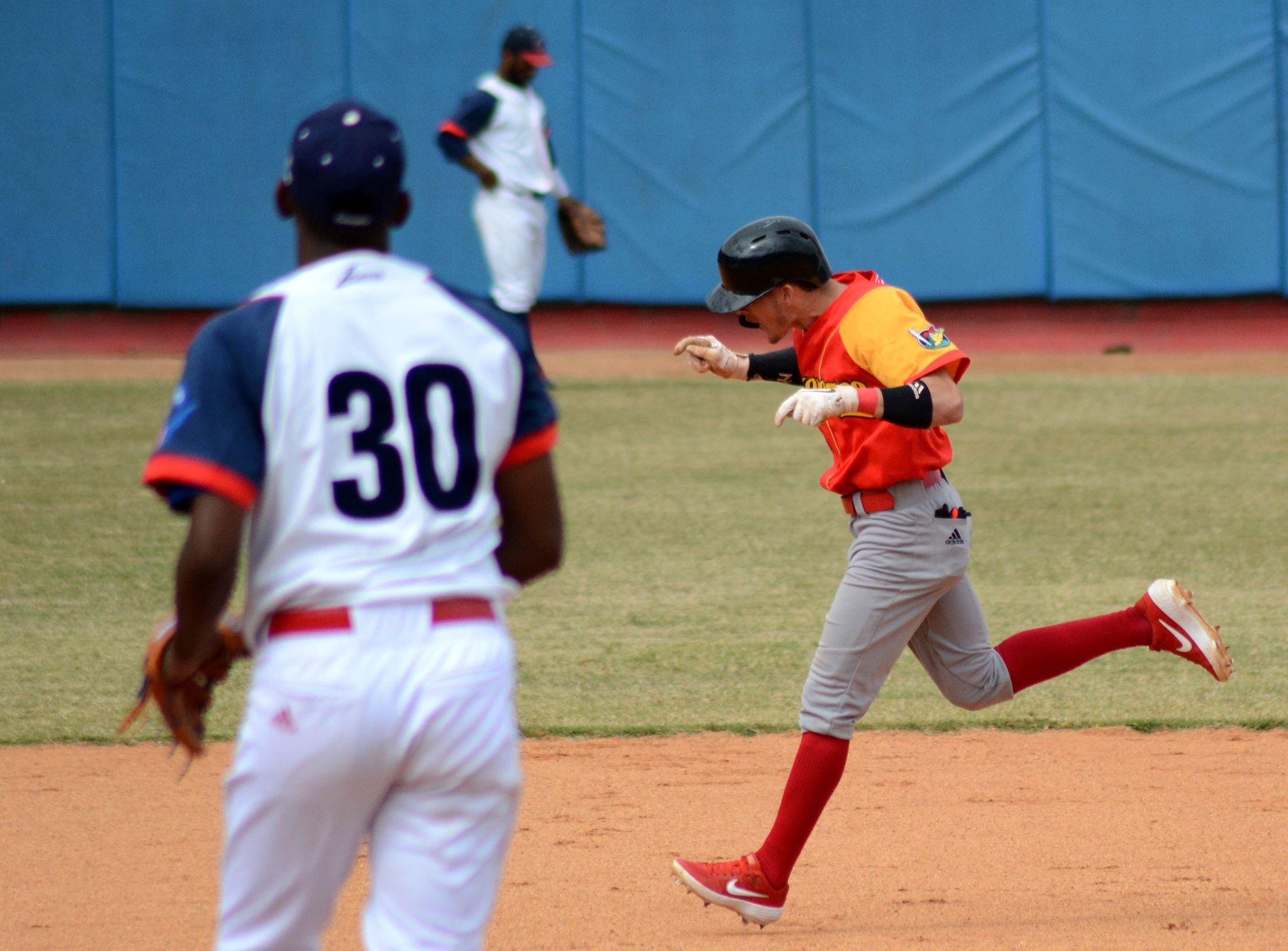 César Prieto prendió la chispa desde el mismo primer inning con su cuadrangular. Foto: Gabriel García.