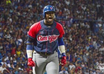 Leslie Anderson lideró el ataque de los Toros camagüeyanos durante el primer juego de la semifinal de la Serie Nacional 59 entre los equipos de Camagüey e Industriales en el estadio Latinoamericano de La Habana, el 3 de diciembre de 2019. Foto: Otmaro Rodríguez.