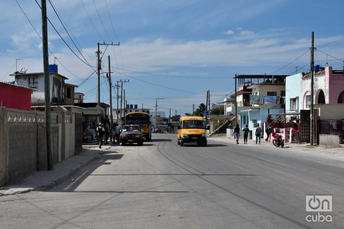 Vista de la avenida Rotaria, en el municipio de Regla, un año después del paso por La Habana del tornado de enero de 2019. Foto: Otmaro Rodríguez.