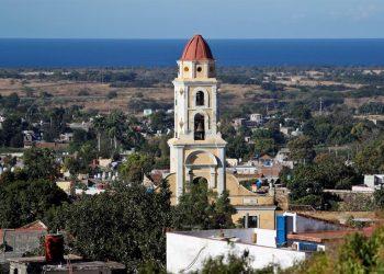 Fotografía del 17 de enero de 2020 que muestra una vista de la ciudad de Trinidad y su campanario, en Sancti Spíritus. Foto: EFE/ Yander Zamora