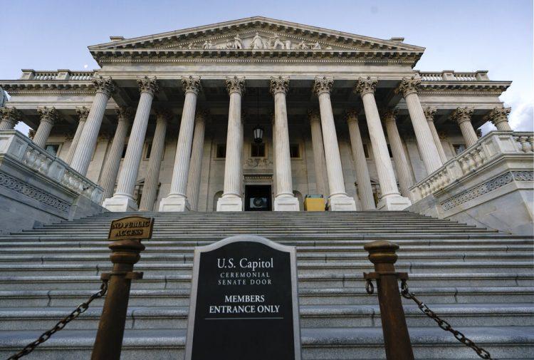 La entrada al Senado de los EE.UU. Foto: J. Scott Applewhite / AP / Archivo.