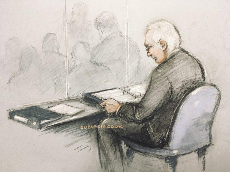 Bosquejo de Julian Assange en el tribunal de Londres el 24 de febrero del 2020.  (Elizabeth Cook/PA via AP)
