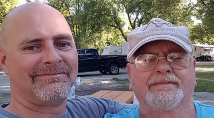 David Carbery (izq) y su padre Bill Martin Carbery. Foto: cbc.ca.