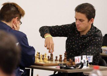 El Gran Maestro Carlos Daniel Albornoz (d), campeón nacional de ajedrez de Cuba. Foto: yucatan.com.mx / Archivo.