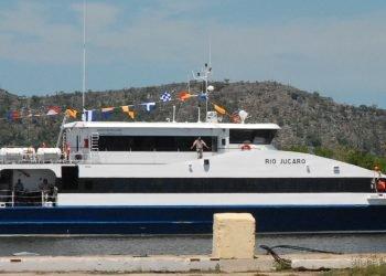 Ferry Río Júcaro, uno de los catamaranes que transportan pasajeros entre los puertos de Nueva Gerona, Isla de la Juventud y Batabanó. Foto: periodicovictoria.cu