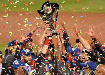 Los estadounidenses celebran su título en el Clásico Mundial de Béisbol en 2017. Foto: Robert Hanashiro / USA Today Sport.
