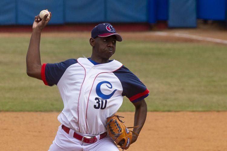 El camagüeyano Jousimar Cousín está llamado a liderar el staff de lanzadores del equipo cubano sub-23. Foto: insidebaseballdecuba.wordpress.com