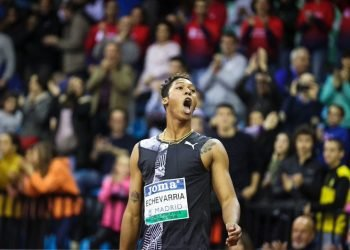 El saltador cubano Juan Miguel Echevarría celebra su triunfo en el mitin bajo techo de Madrid, el 21 de febrero de 2020. Foto: @WorldAthletics / Twitter.