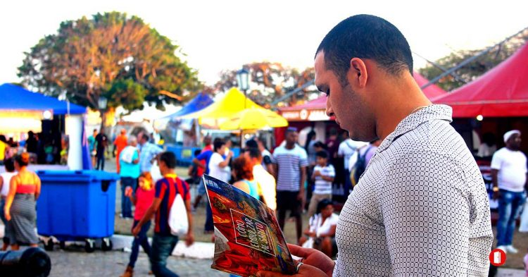Lector de la Feria. Foto: Habana Radio.