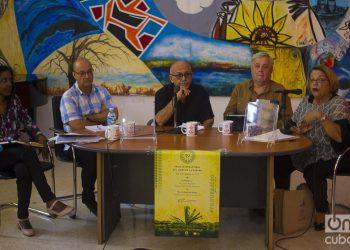 Coloquio en la Casa del Alba sobre las relaciones Cuba-EEUU., en la Feria Internacional del Libro de La Habana. Foto: Otmaro Rodríguez