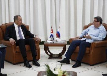 Los cancilleres Serguéi Lavrov y Bruno Rodríguez durante su encuentro en Santiago de Cuba.