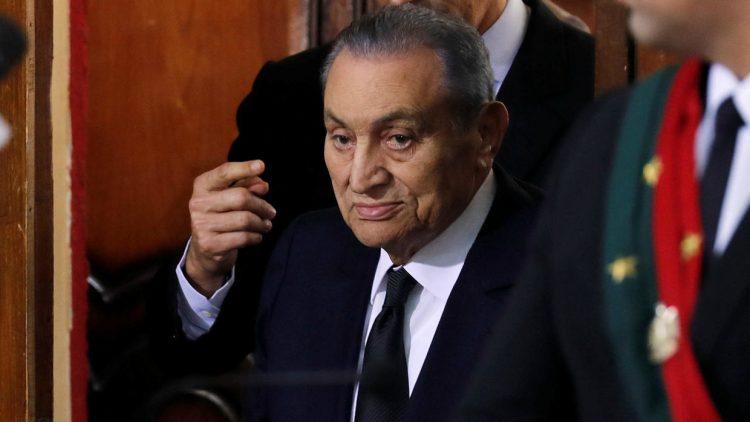 Housni Mubarak durante el juicio contra el exmandatario Mohamed Morsi en El Cairo, el 26 de diciembre de 2018. Foto: Amr Abdallah Dalsh / france24.com