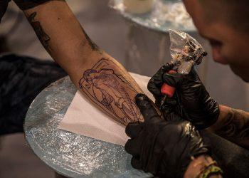 sesion de tatuajes-fac-la marca-la habana