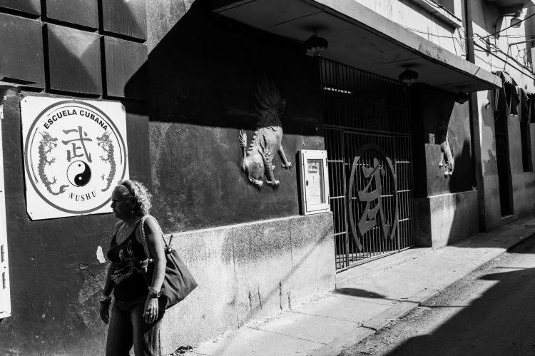 Entrada lateral al Teatro Shanghái, Manrique no. 507 entre Zanja y Dragones, hoy sede de La Escuela Cubana de Wushu. Foto: Roads and Kingdoms.
