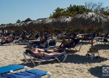 Turistas en el balneario cubano de Varadero. Foto: Otmaro Rodríguez / Archivo.