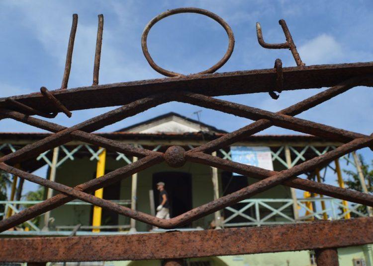 Vista del frente de la casona de Línea y 14. Foto: Angel Márques Dolz.