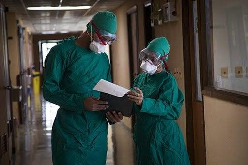 """Especialistas del Instituto de Medicina Tropical """"Pedro Kourí"""" (IPK). Foto: razonesdecuba.cu/"""