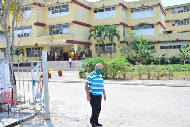 La escuela Alberto Delgado es uno de los centros destinados al aislamiento de pacientes sospechosos de coronavirus en Sancti Spíritus. Foto: Vicente Brito/ Escambray