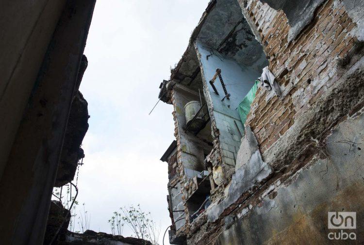 Edificio de La Habana en mal estado constructivo. Foto: Otmaro Rodríguez