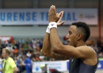 El velocista español Orlando Ortega, celebra tras ganar su serie de 60 metros lisos, durante el LVI Campeonato de España de pista cubierta en Orense. Foto: Lavandeira jr/EFE
