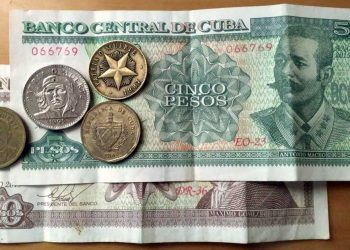 Billetes y monedas cubanas (CUP). Foto: Travels & Lives / Pinterest.