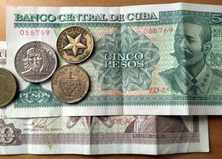 Billetes y monedas cubanas (CUP). Foto: Travels & Lives / Pinterest.