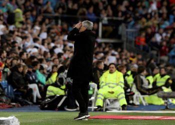 El entrenador del FC Barcelona Quique Setién durante el partido de la jornada 26 de LaLiga que Real Madrid y FC Barcelona disputan este domingo en estadio Santiago Bernabéu. Foto: EFE/Rodrigo Jiménez
