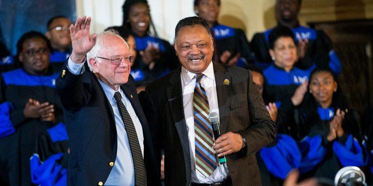 Bernie Sanders y el reverendo bautista Jesse Jackson. Foto: The Intercept.